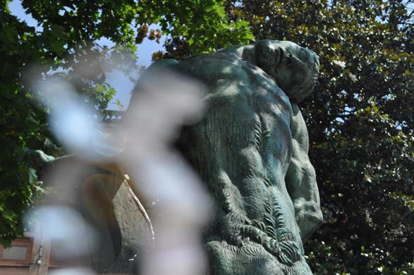 statue_devantIngres